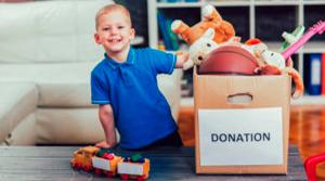 donacion-de-niños-a-juguetes-fundacion-acto-solidario-en-alicante-provicncia