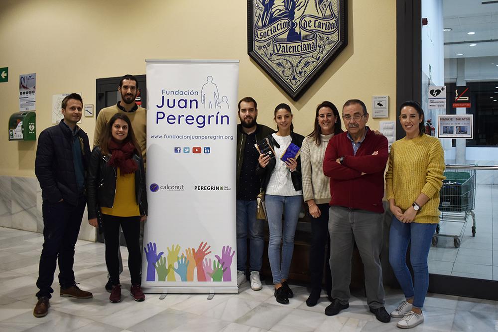 equipo-calconut-fundacion-juan-peregrin-casa-caridad-visita-donacion-frutos-secos